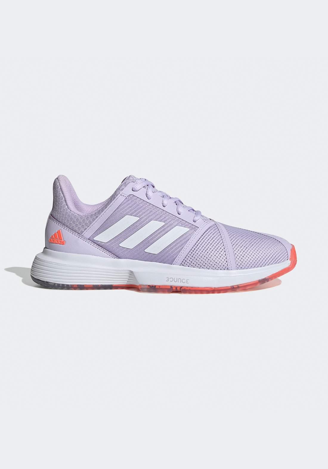 حذاء رياضي نسائي بنفسجي اللون من أديداس