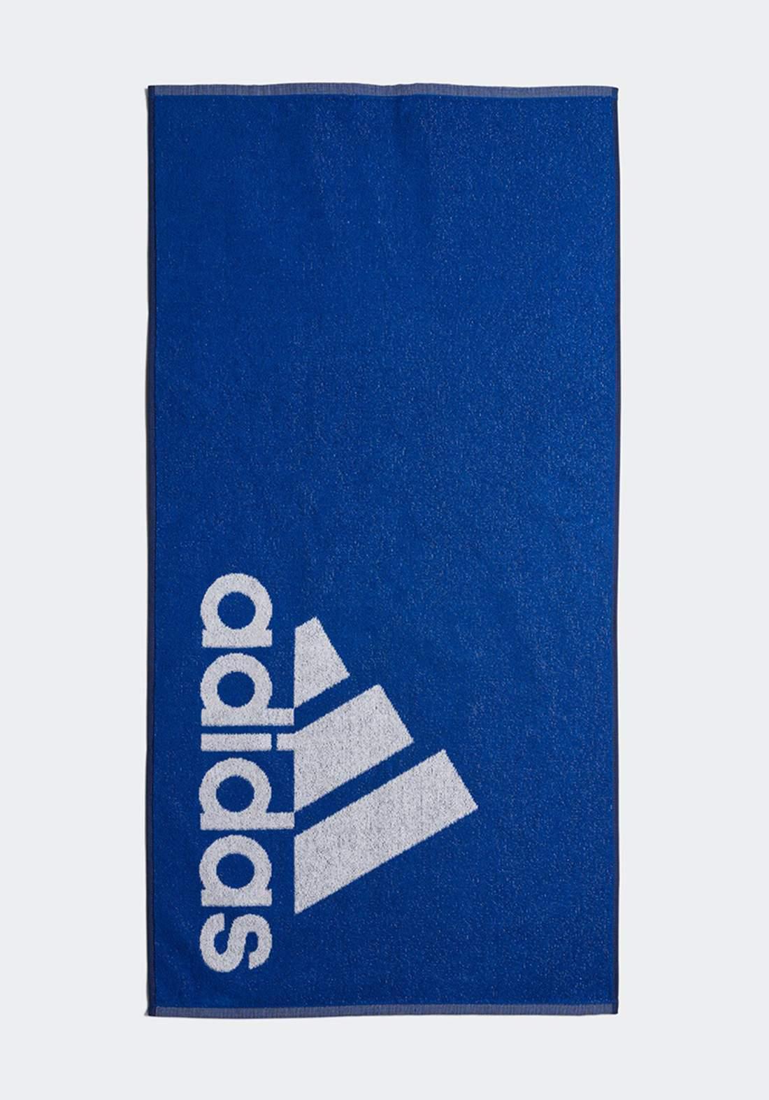 منشفة زرقاء اللون من أديداس