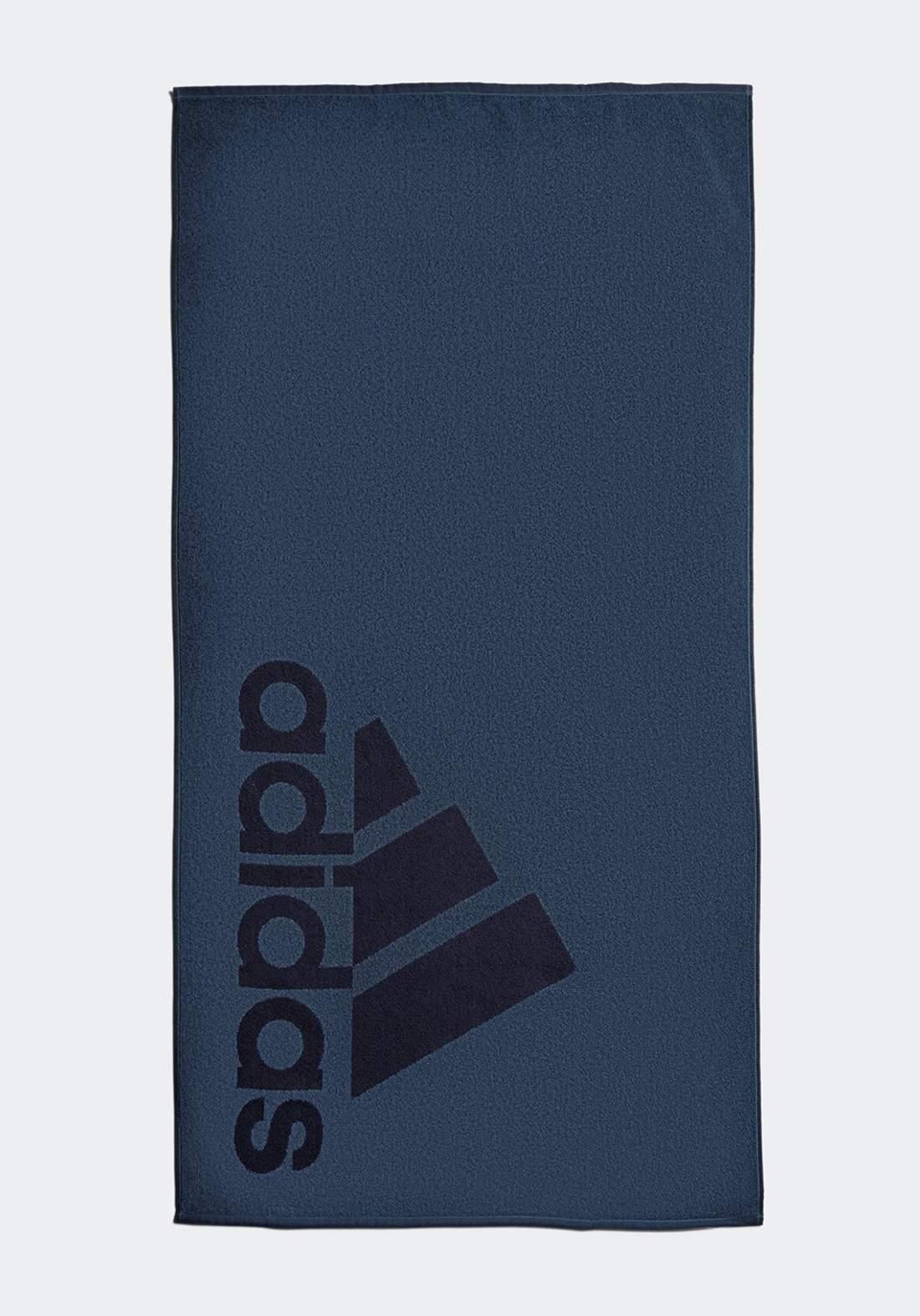 منشفة رصاصية اللون من أديداس