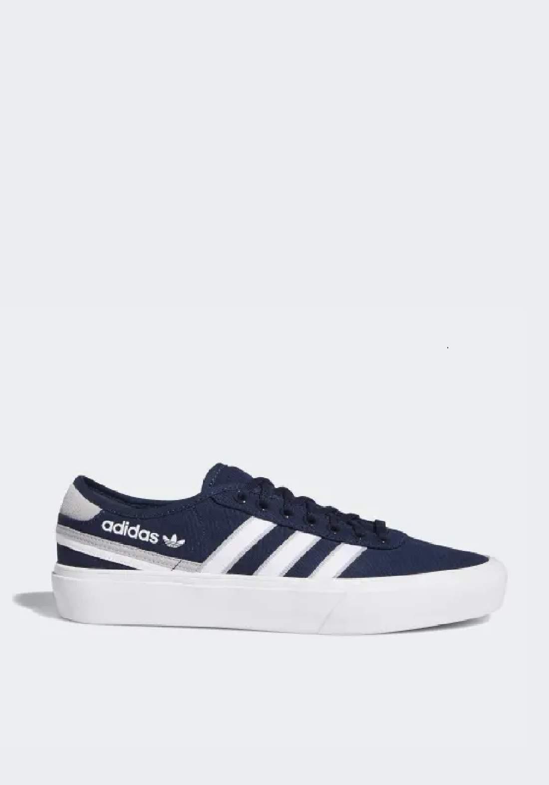 Adidas حذاء رجالي رياضي نيلي اللون من