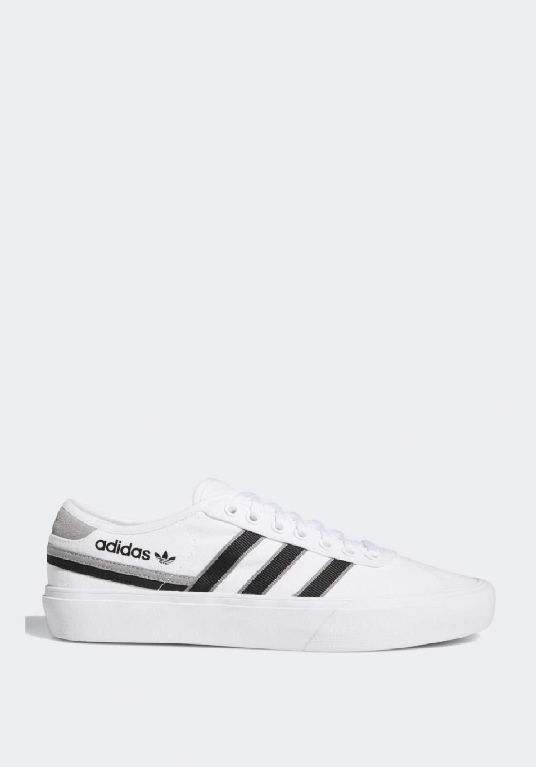 Adidas حذاء رجالي رياضي ابيض اللون من
