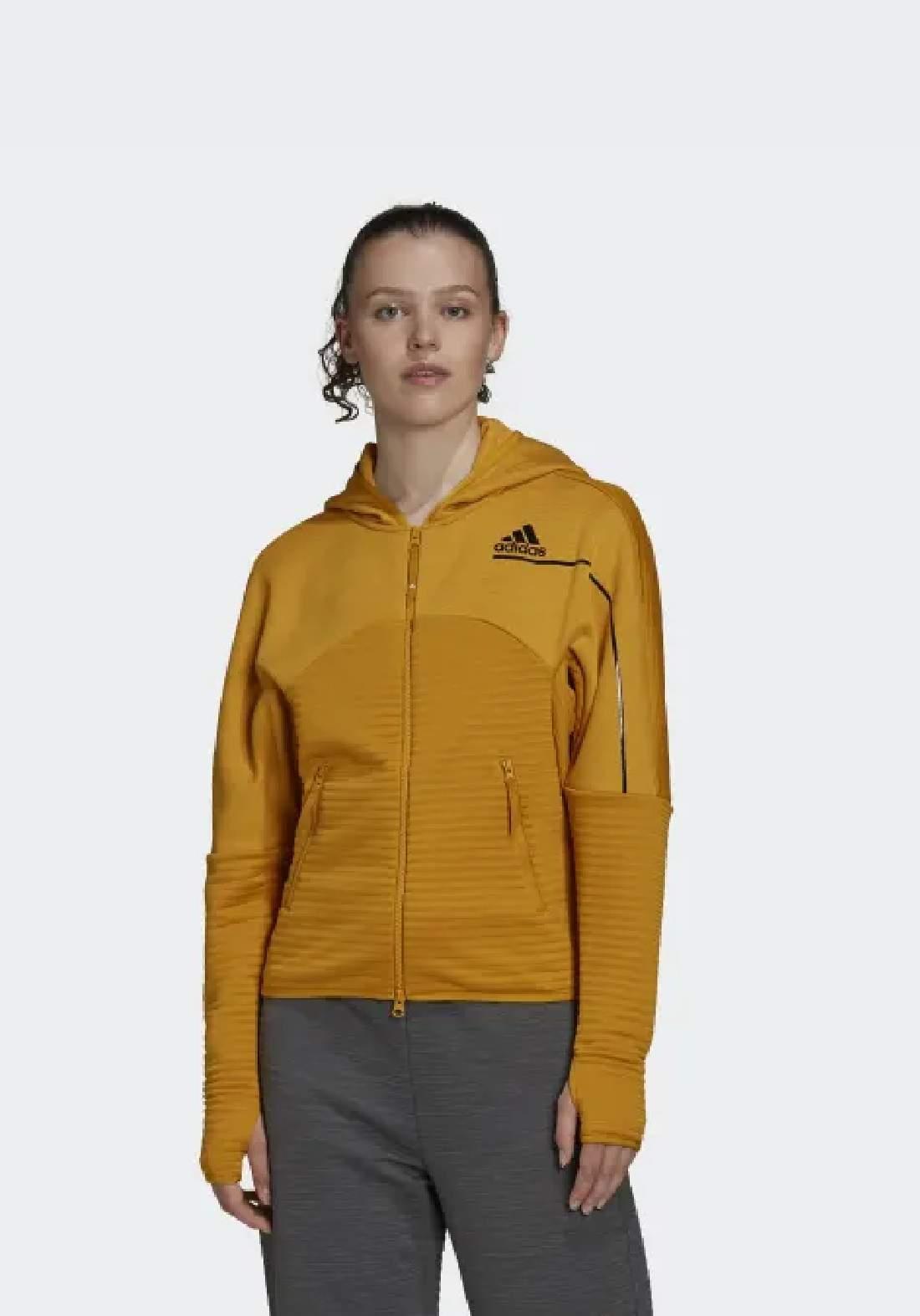 Adidas سويتر نسائي رياضي اصفر اللون من