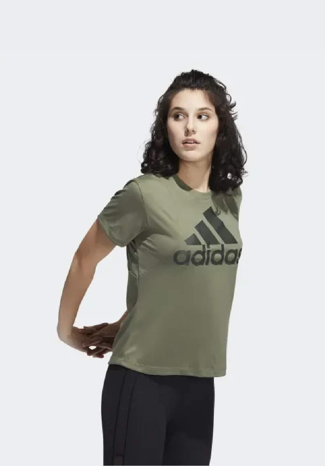 Adidas تيشيرت نسائي زيتوني اللون من
