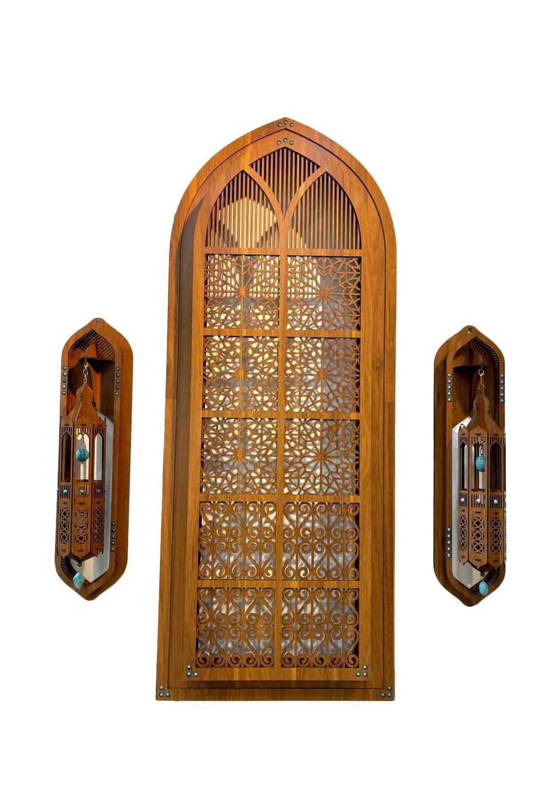 نافذة خشبية ديكور مع الانارة وفوانيس عدد٢