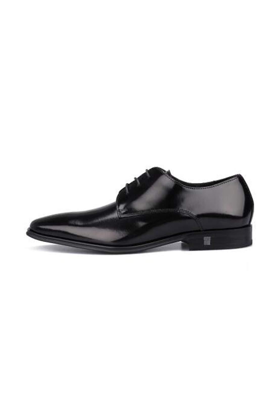 حذاء رجالي اسود اللون من Versace