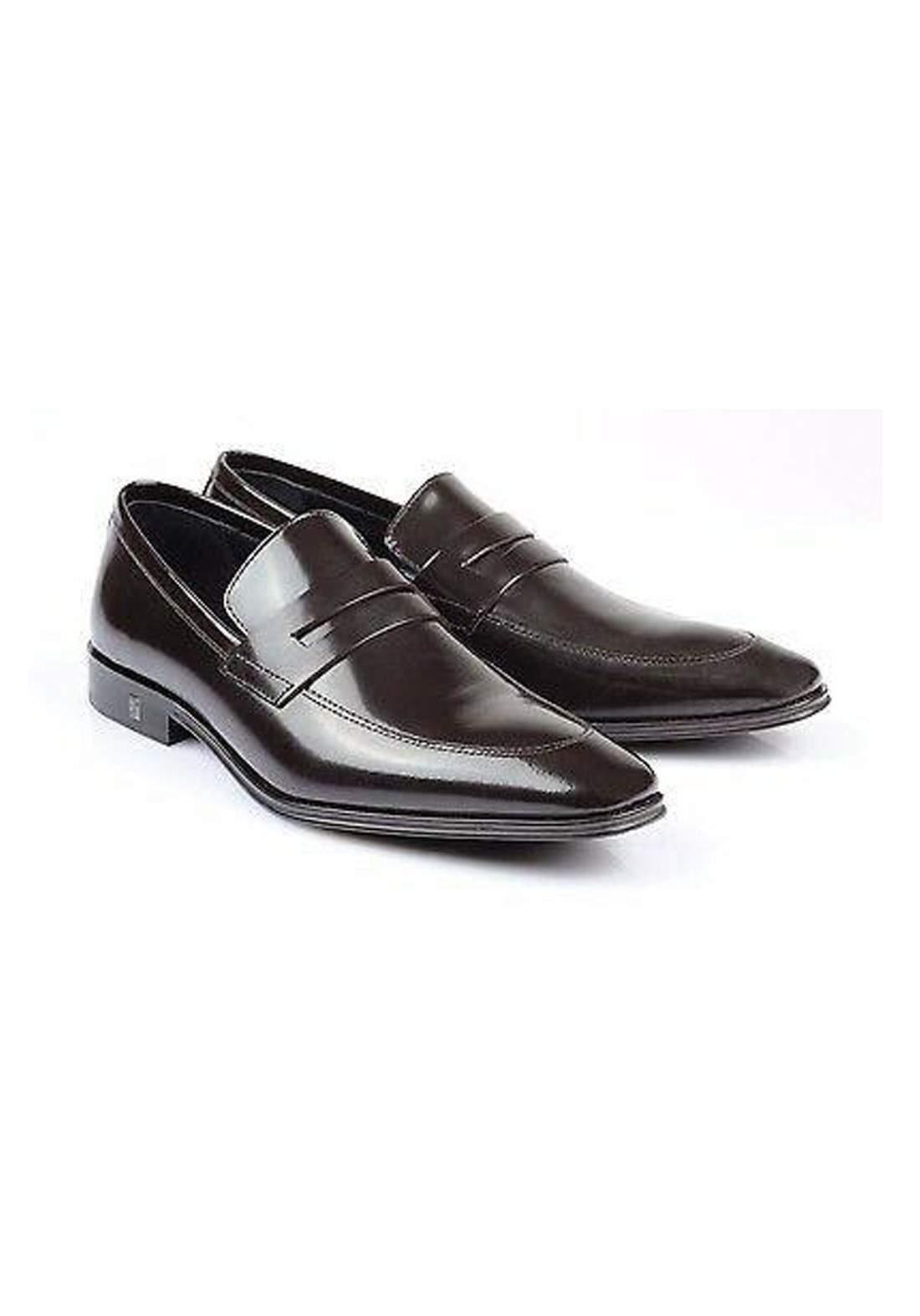 حذاء رجالي بني اللون من Versace