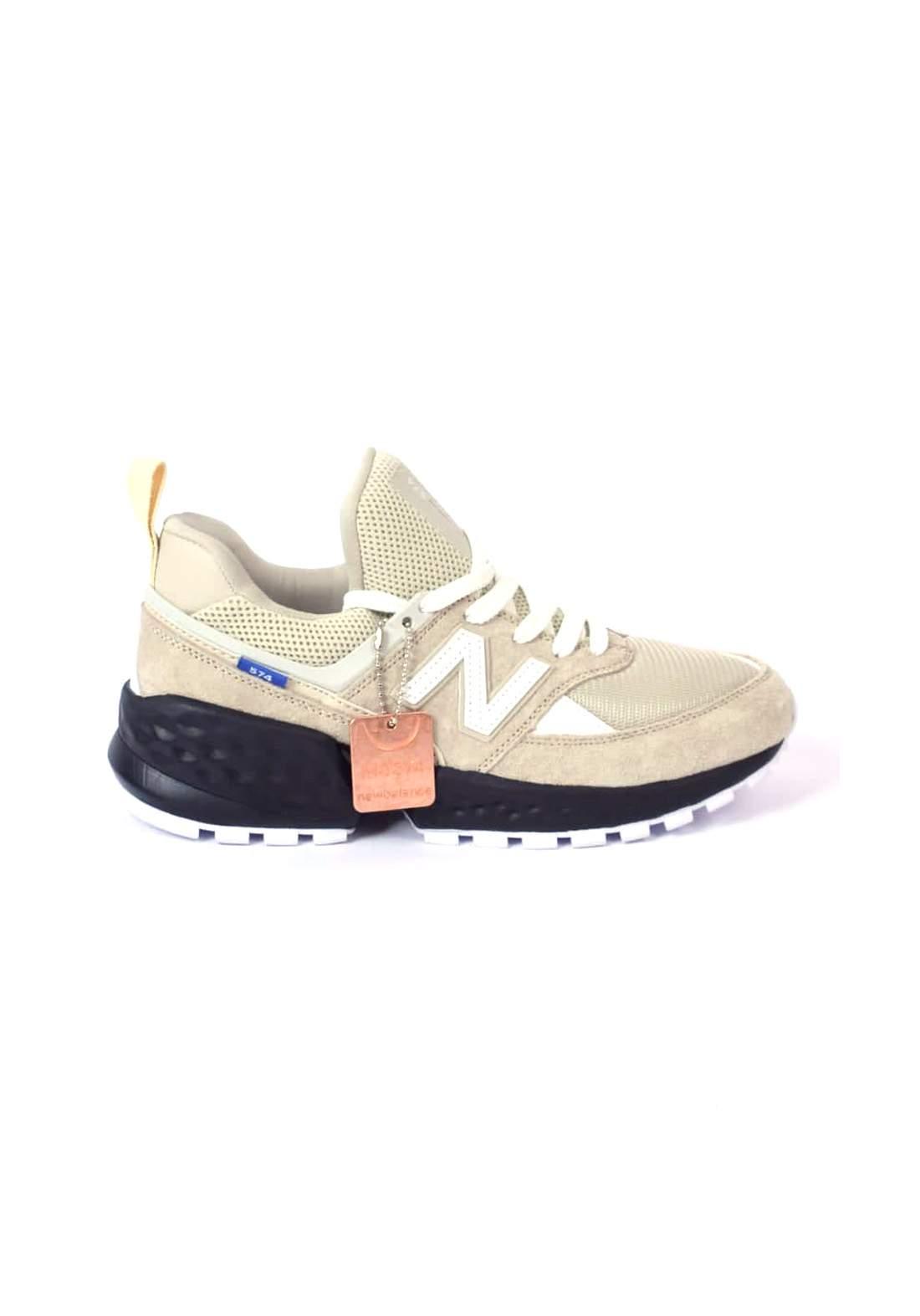 حذاء رياضي صحراوي اللون من New Balance