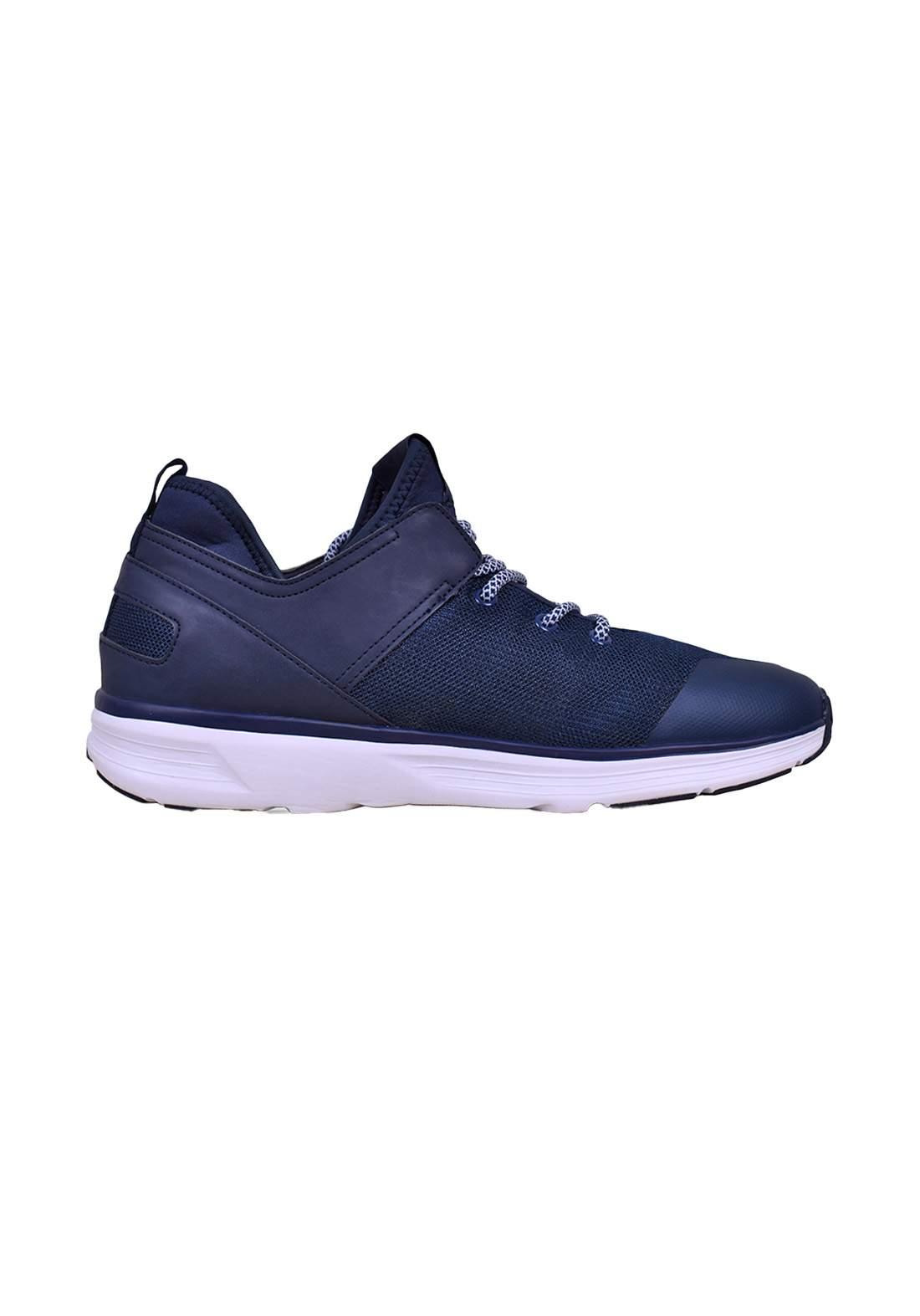 حذاء رياضي نيلي اللون من ارماني اكسجنج