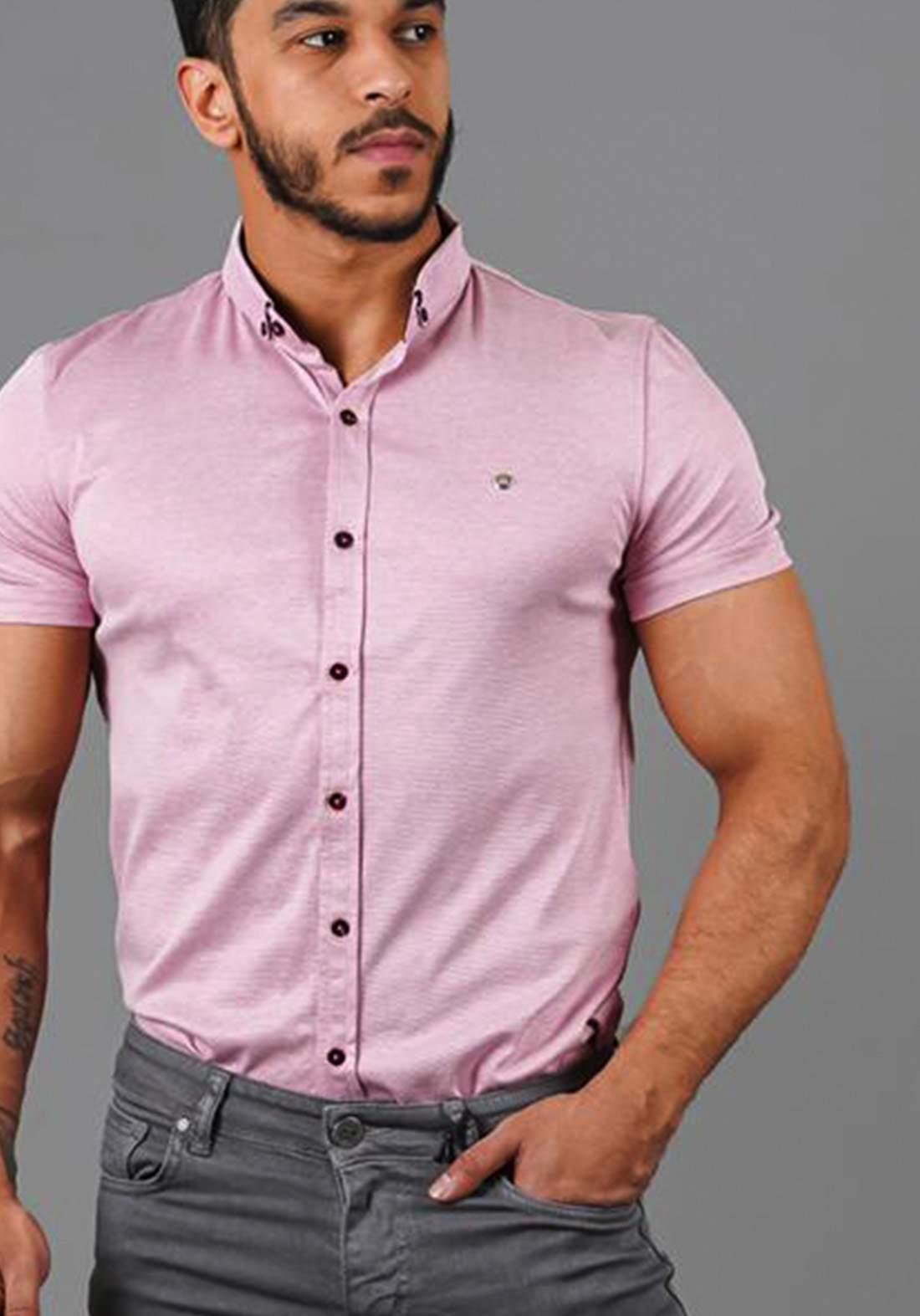 قميص رجالي بنصف كم وردي اللون