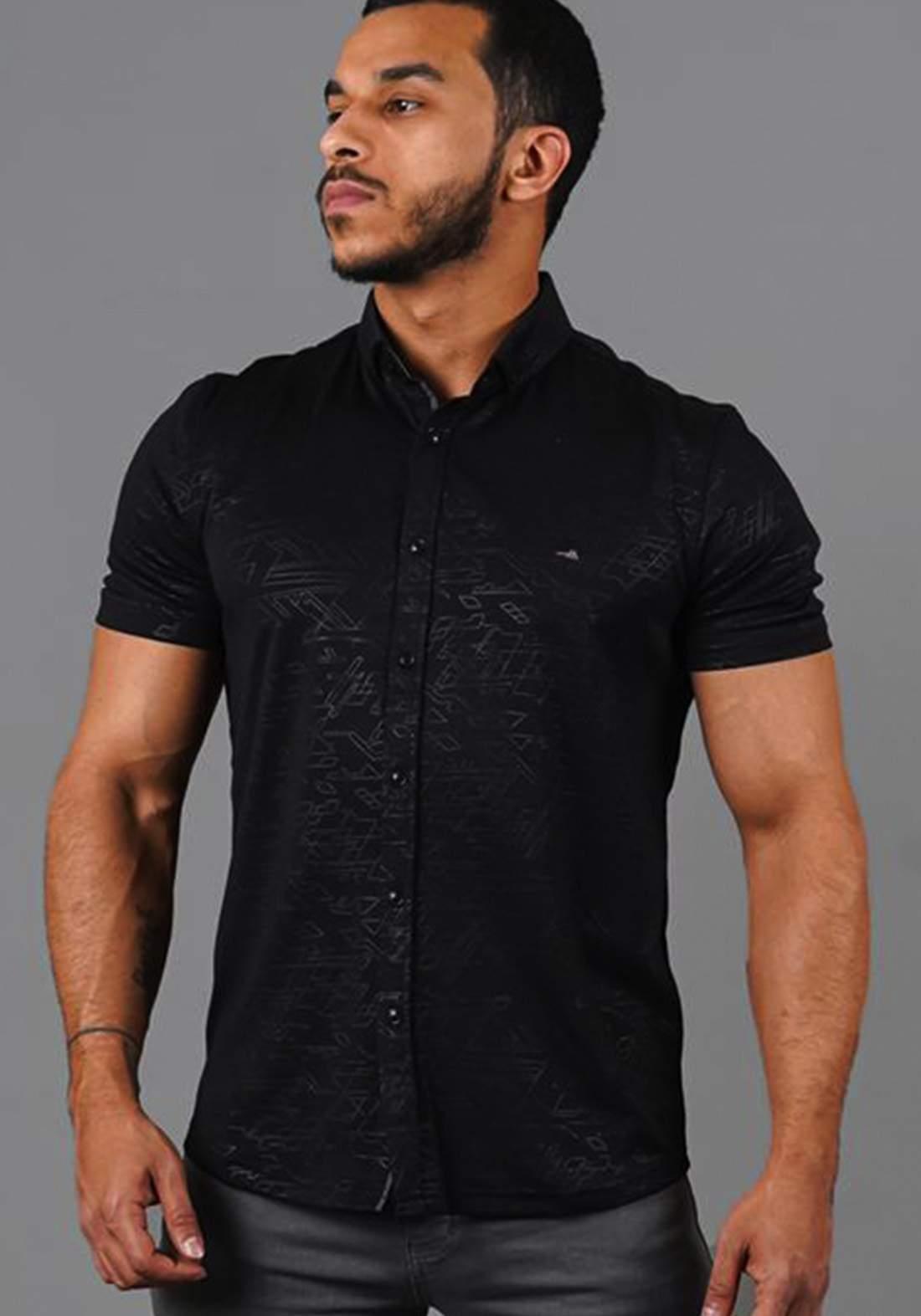 قميص رجالي بنصف كم أسود اللون