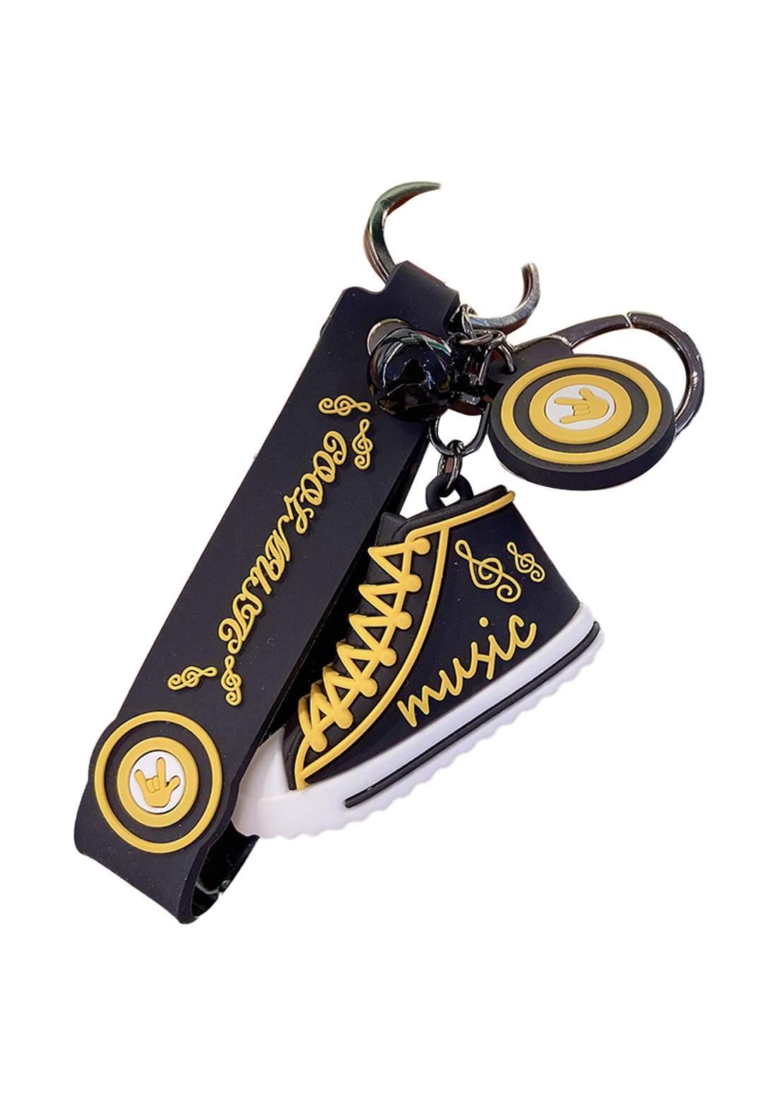 ميدالية بتصميم حذاء رياضي سوداء اللون  من Ilahui