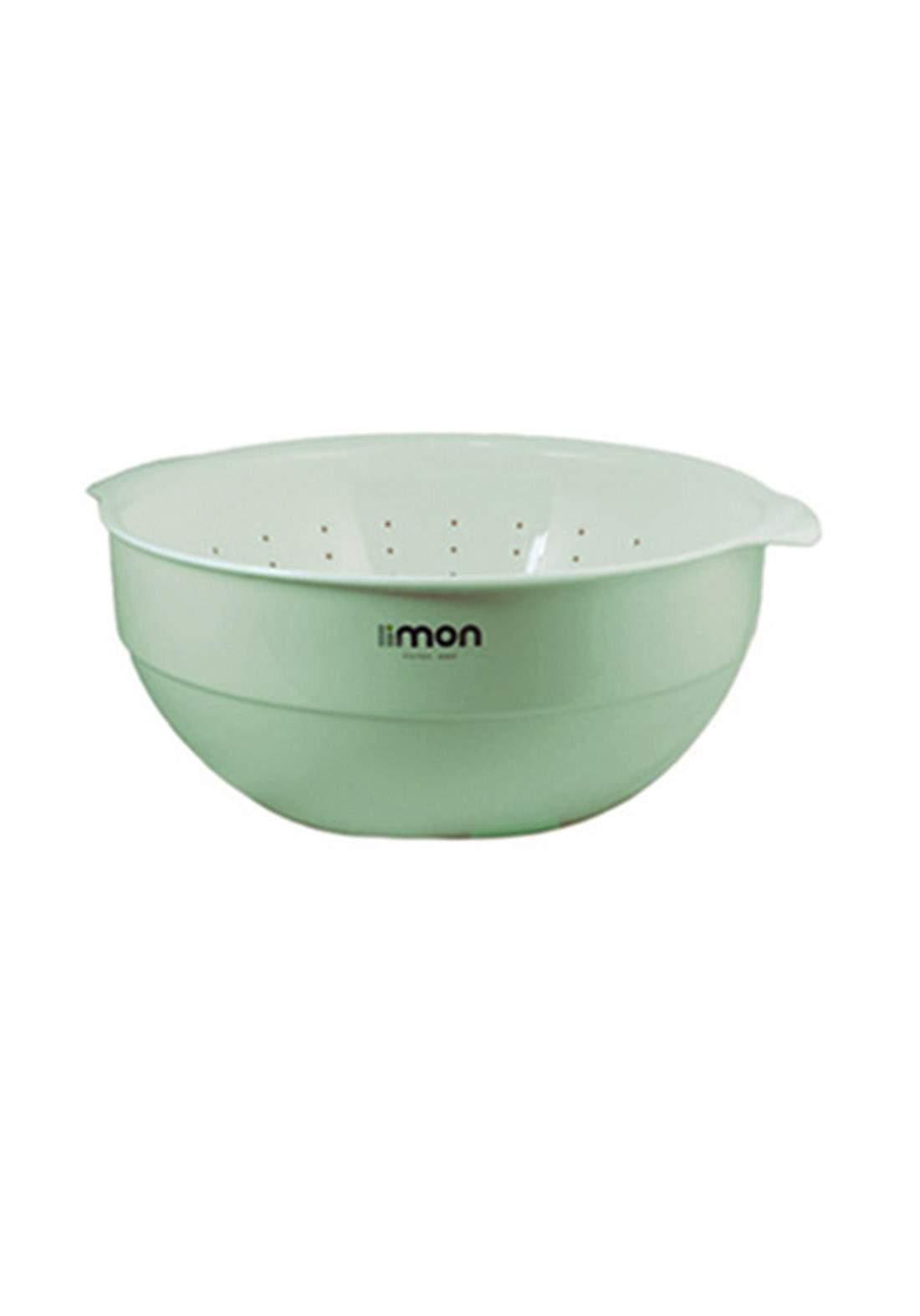 وعاء مع مصفي من ليمون
