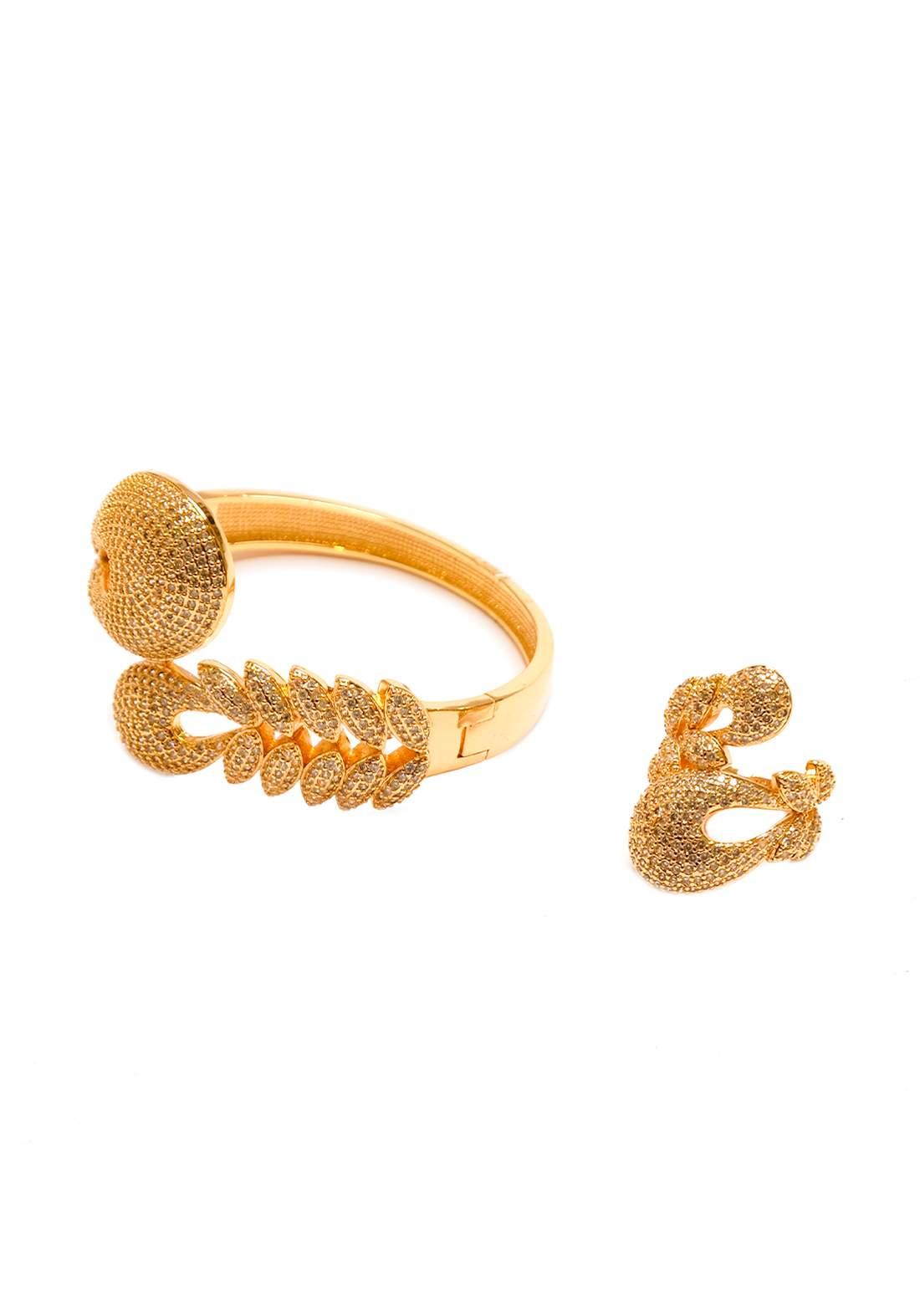 سيت سوار مع خاتم نسائي  ذهبي اللون