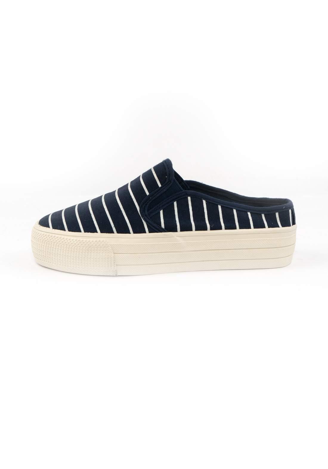حذاء نسائي قماش نيلي اللون