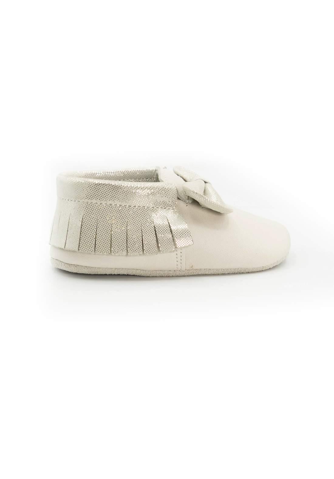 حذاء اطفال ابيض اللون