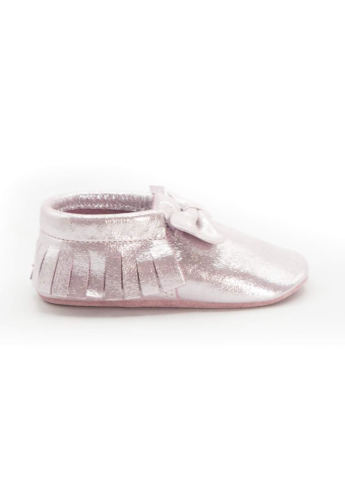 حذاء اطفال فضي اللون