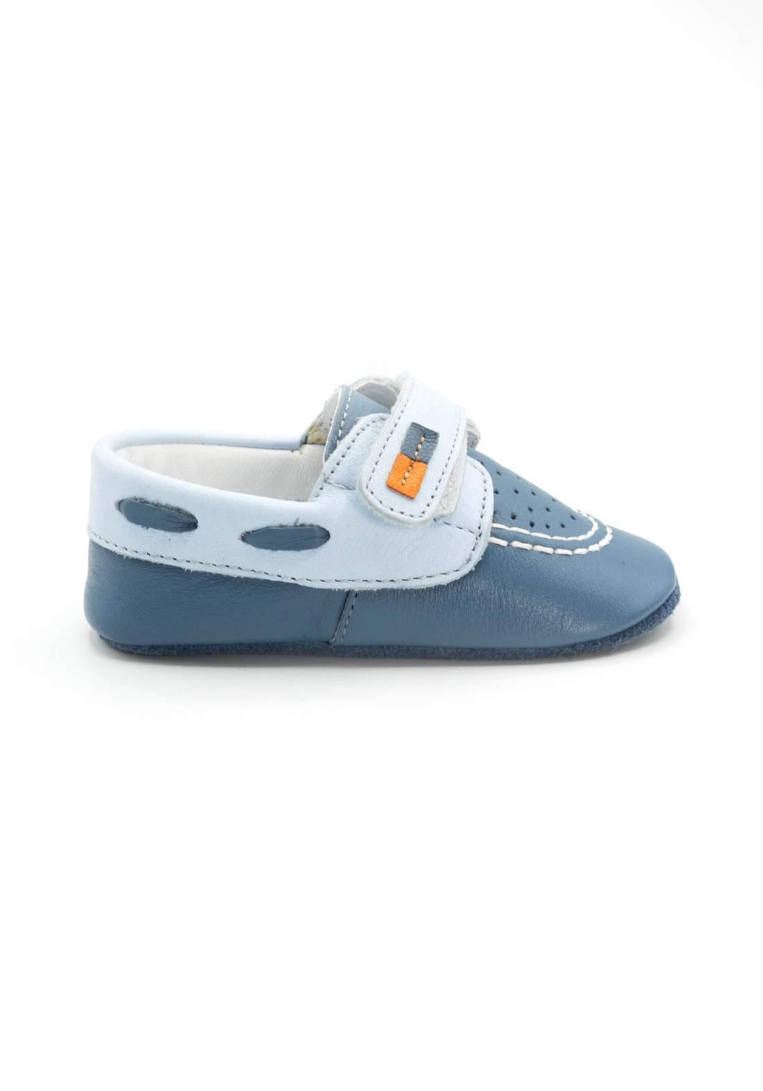 حذاء اطفال ازرق اللون