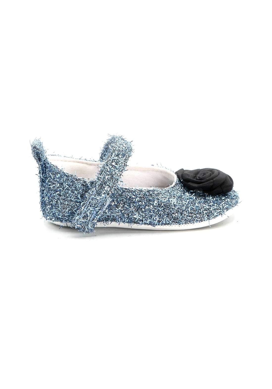 حذاء اطفال سمائي اللون