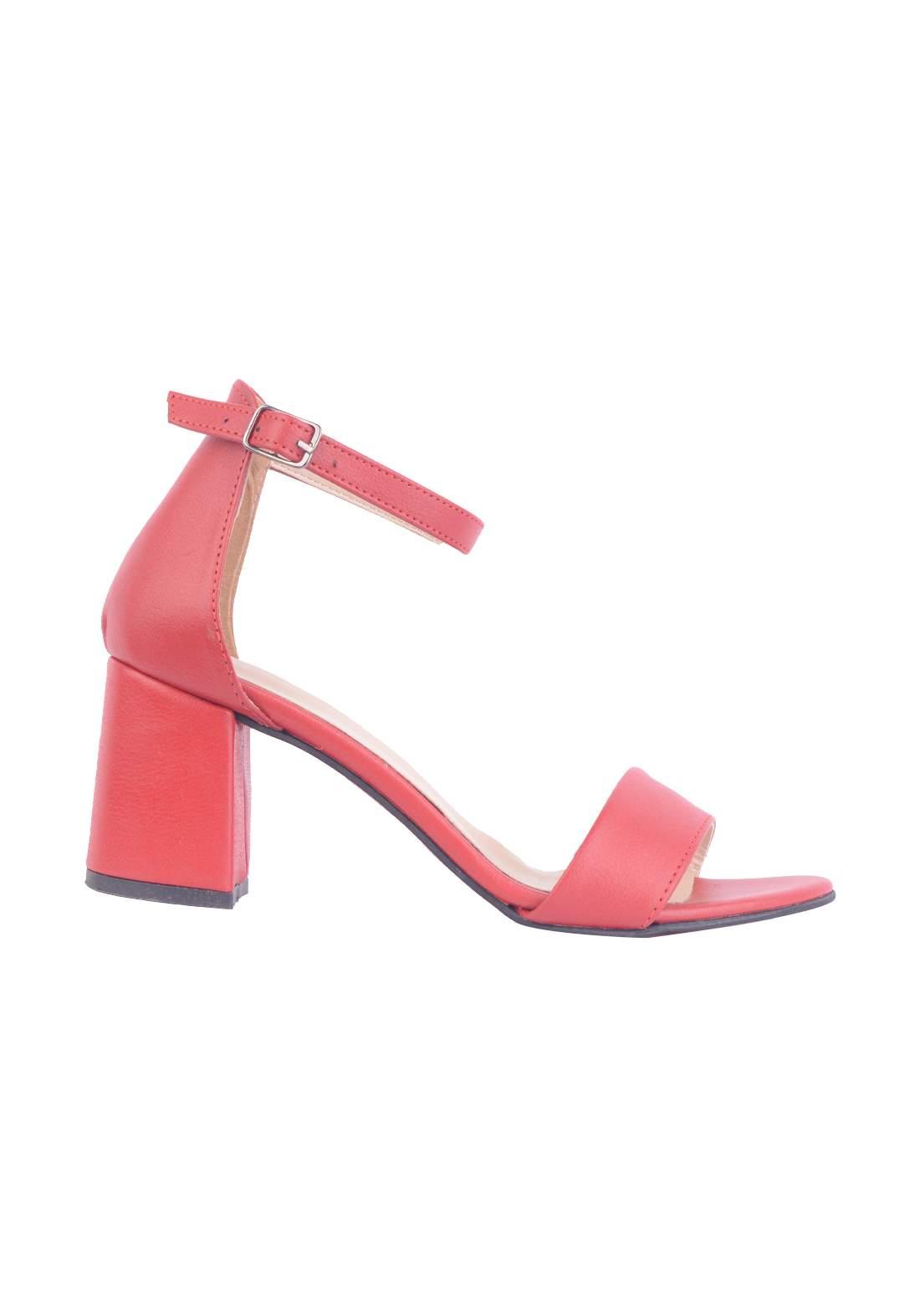 حذاء كعب نسائي احمر اللون
