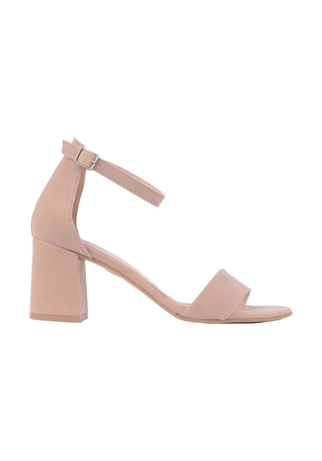 حذاء كعب نسائي وردي اللون