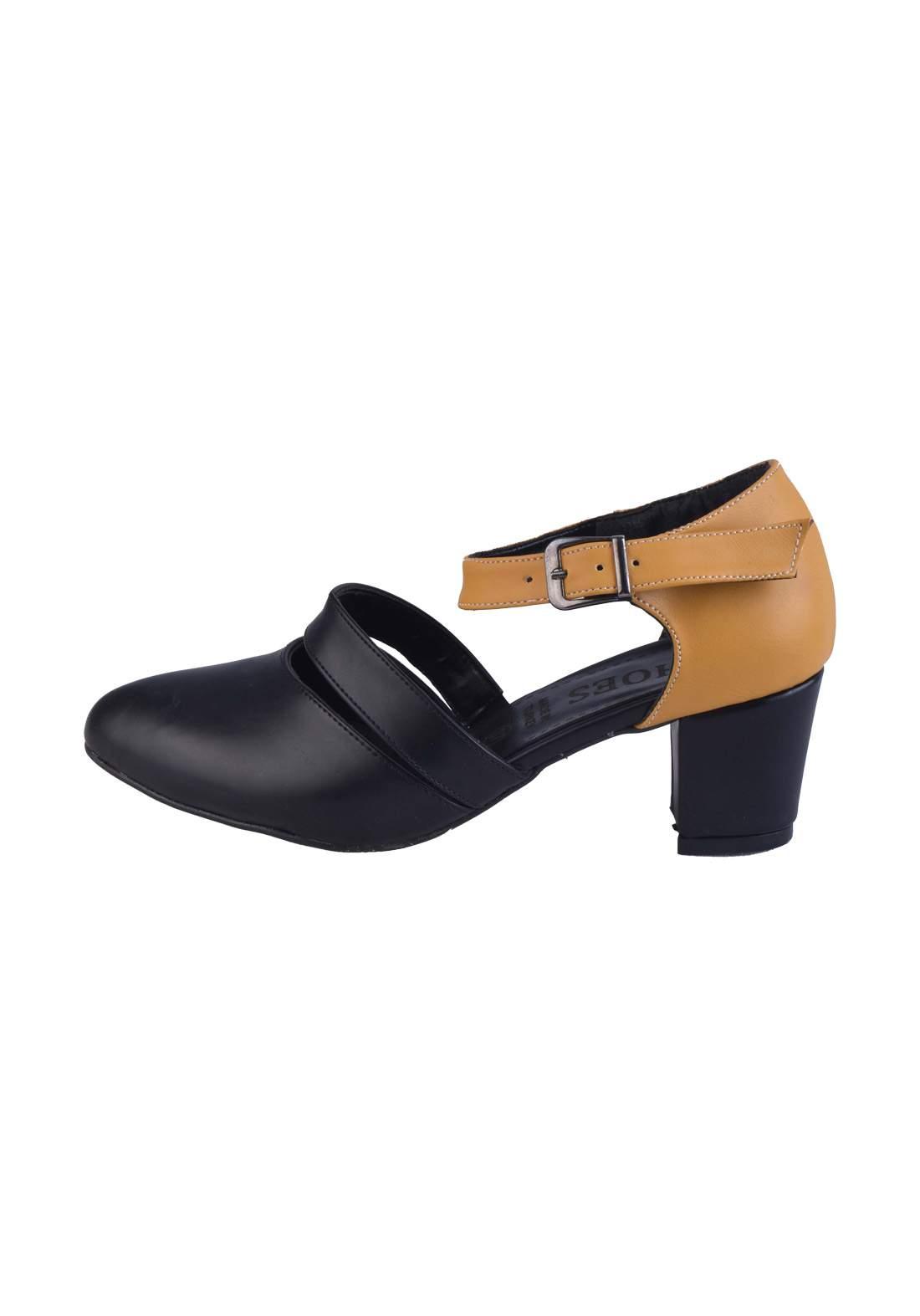حذاء كعب نسائي باللون الاسود والاصفر