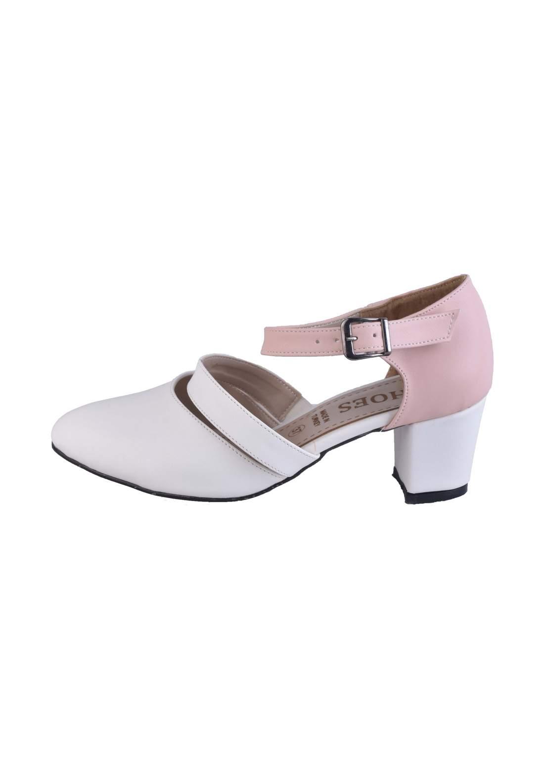 حذاء كعب نسائي باللون الابيض والوردي