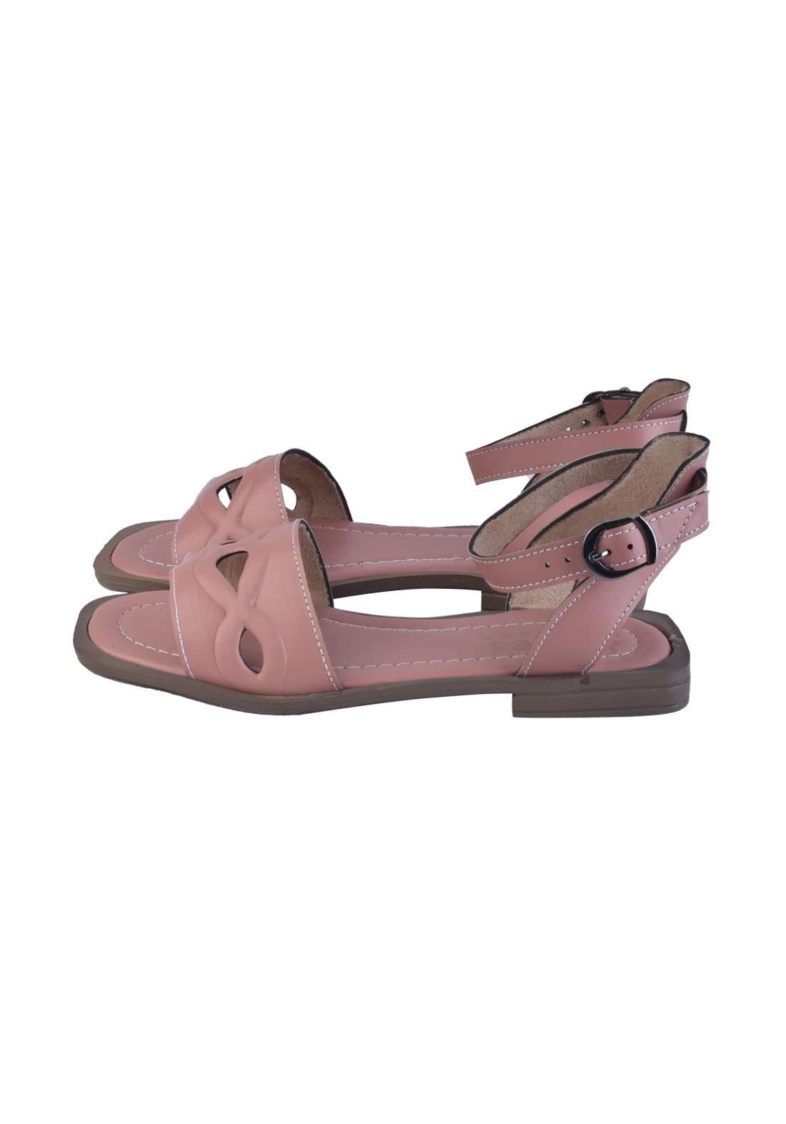 حذاء نسائي وردي اللون