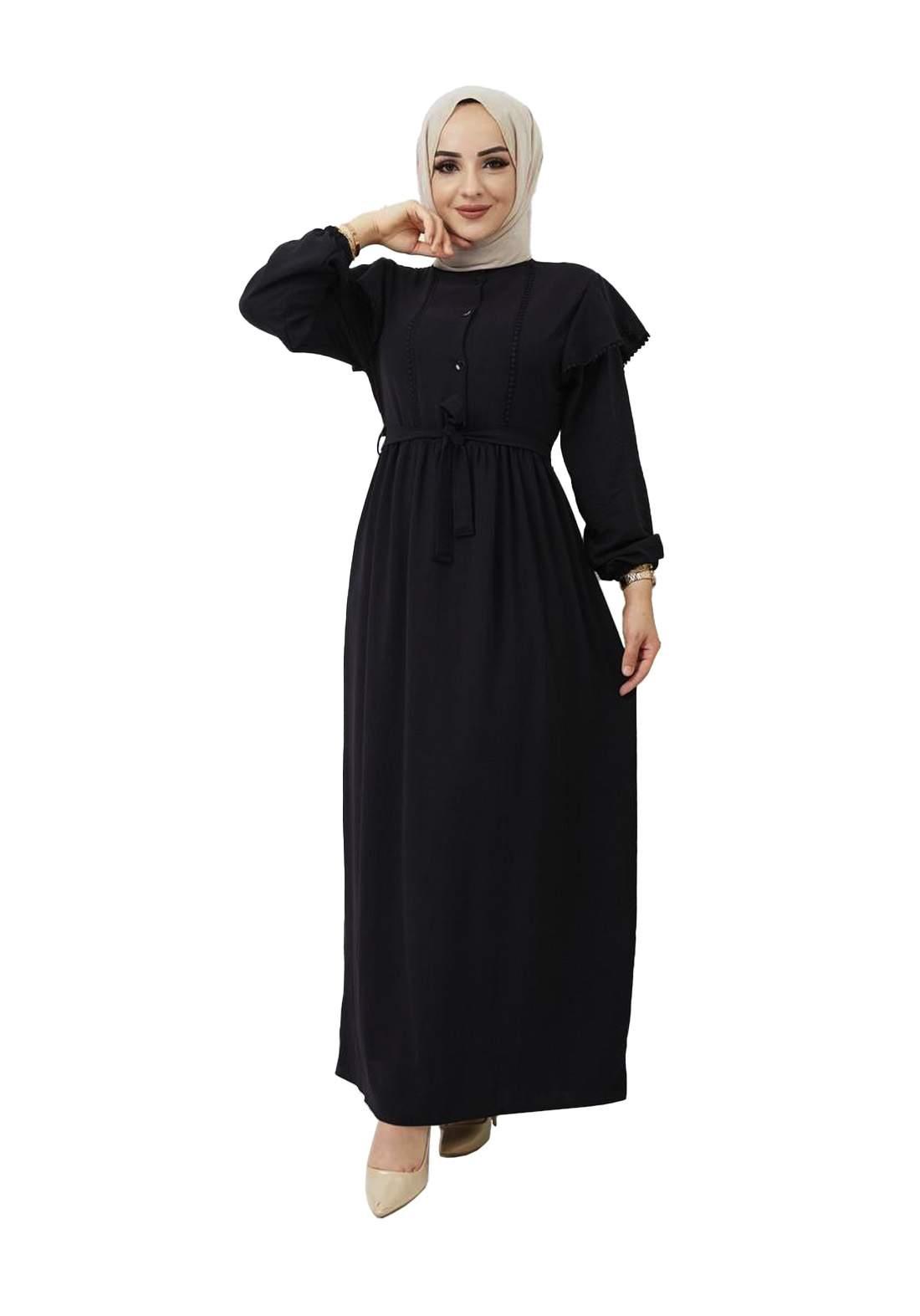 فستان نسائي طويل أسود اللون
