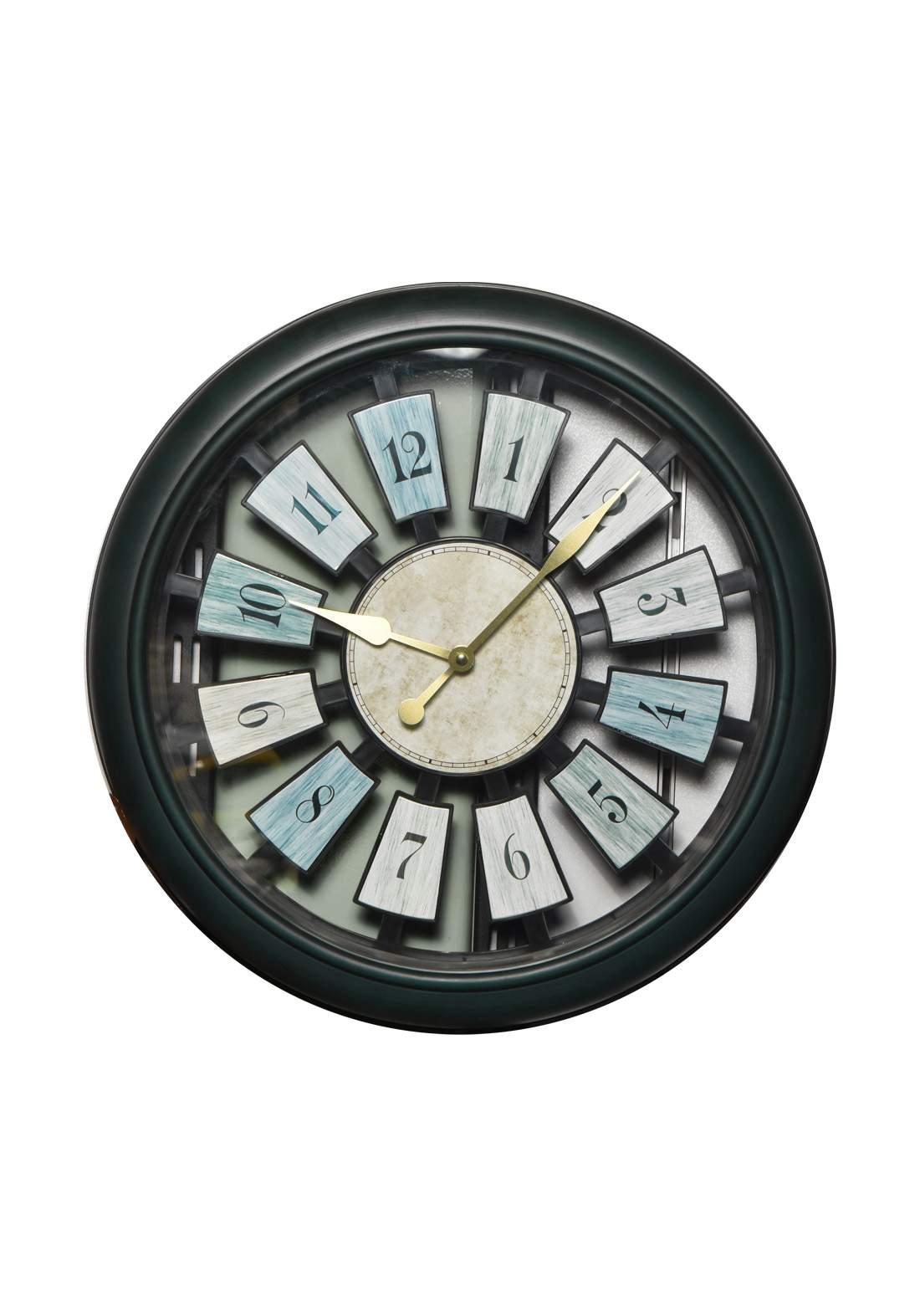 ساعة جدارية متعددة الألوان