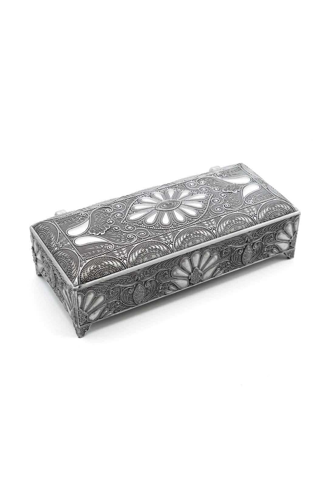 صندوق معدني للمجوهرات فضي اللون
