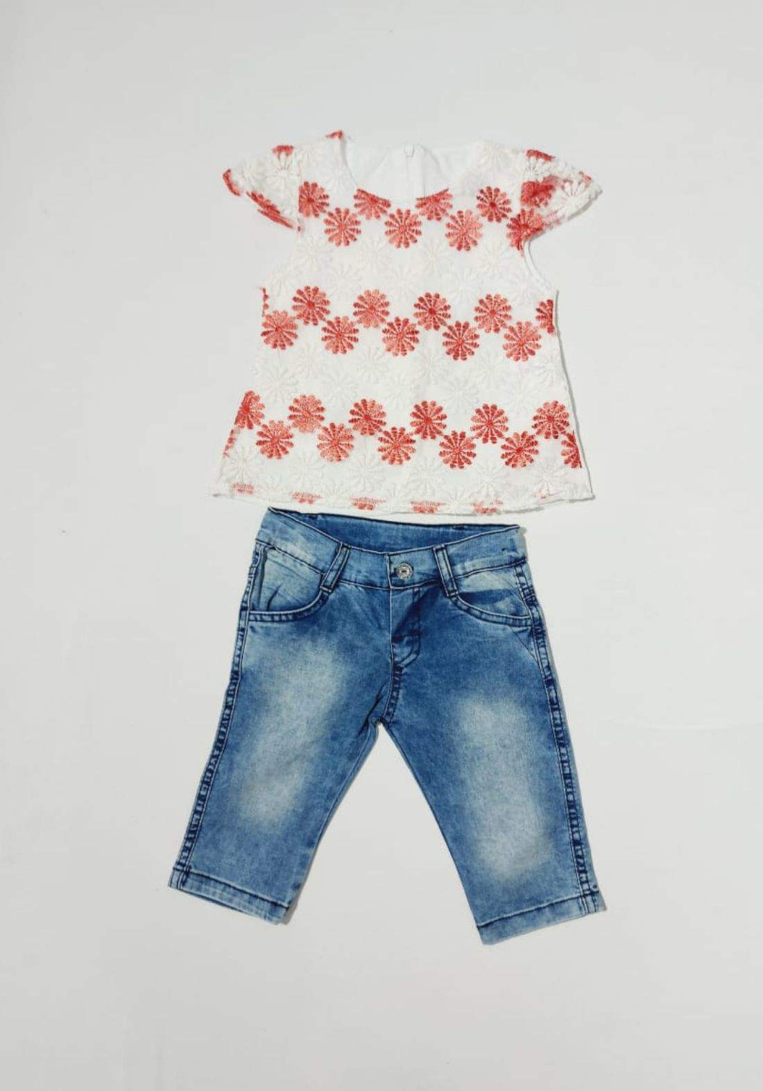 Girls' outfit (T-shirt and shorts) طقم بناتي (تيشيرت وشورت)