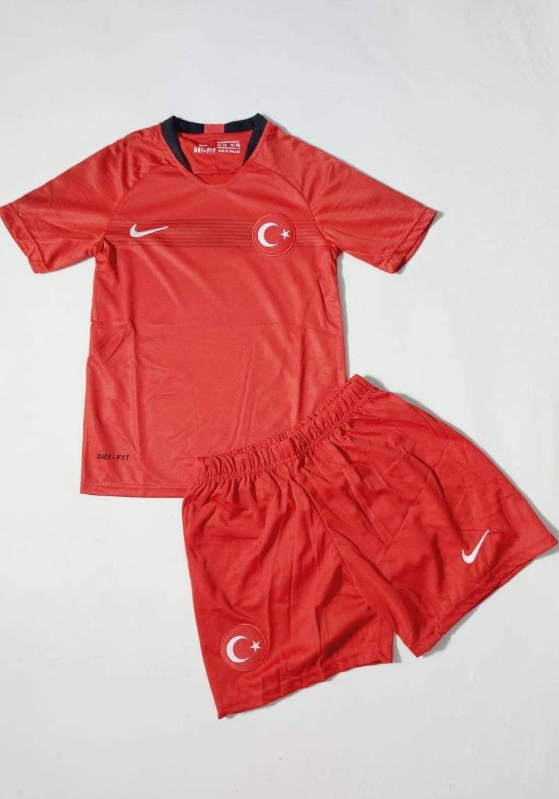 دريس رياضي ولادي المنتخب التركي احمر اللون