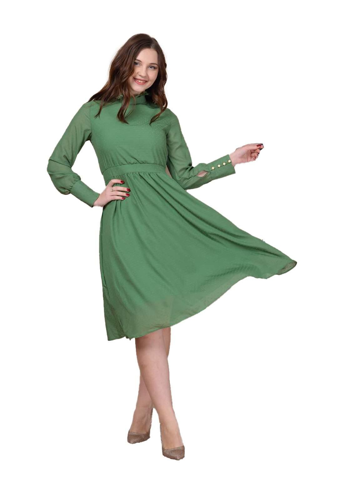 فستان نسائي أخضر اللون