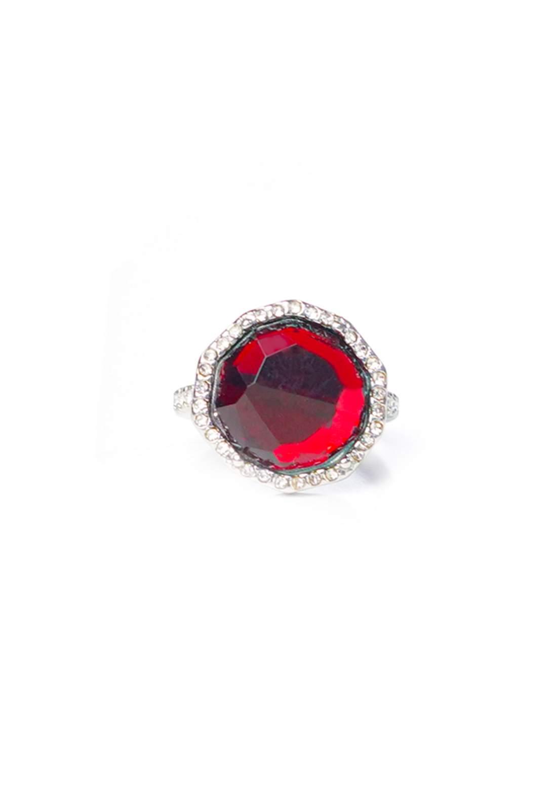 خاتم نسائي فضي بحجر احمر اللون
