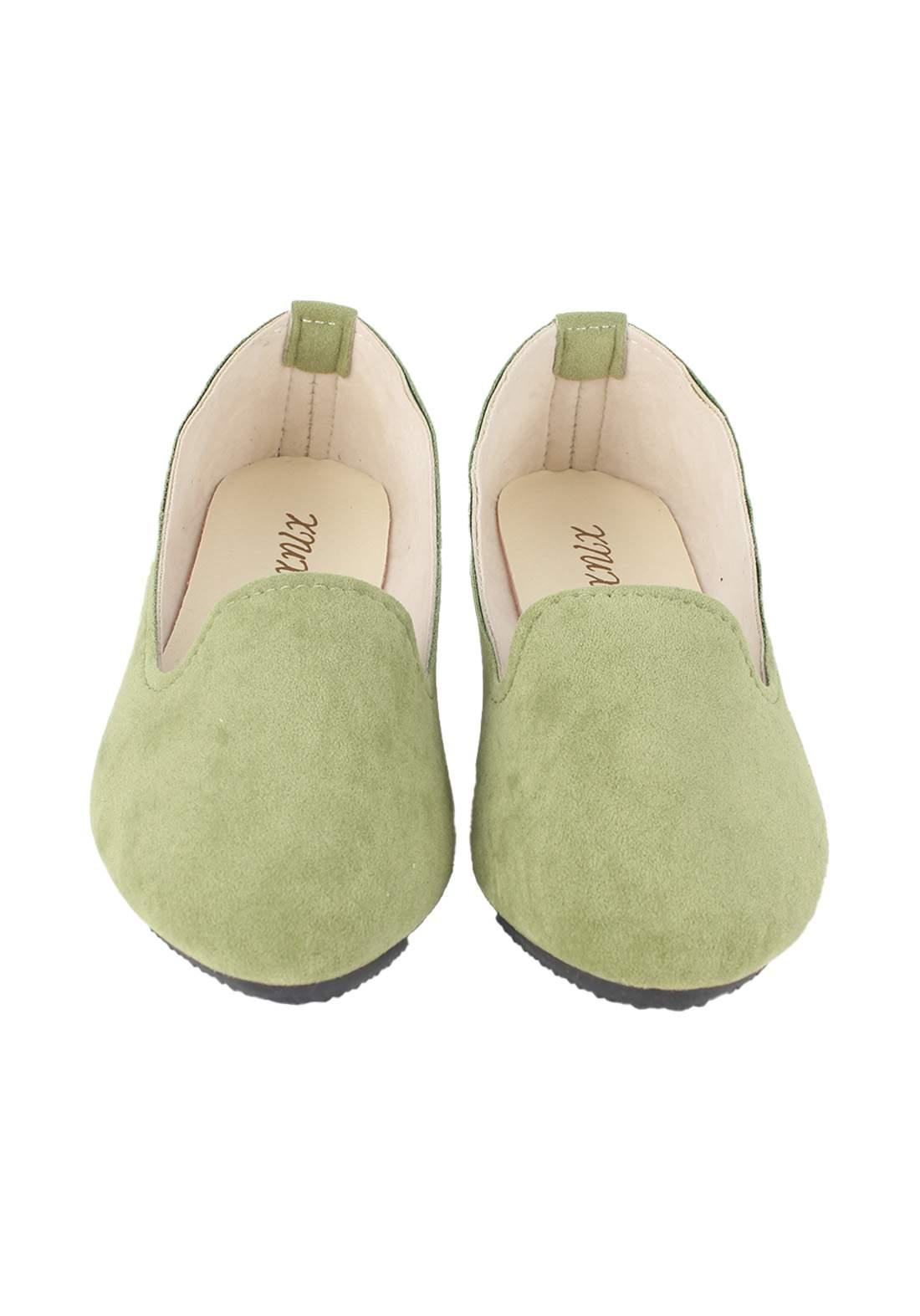 حذاء نسائي فلات اخضر اللون