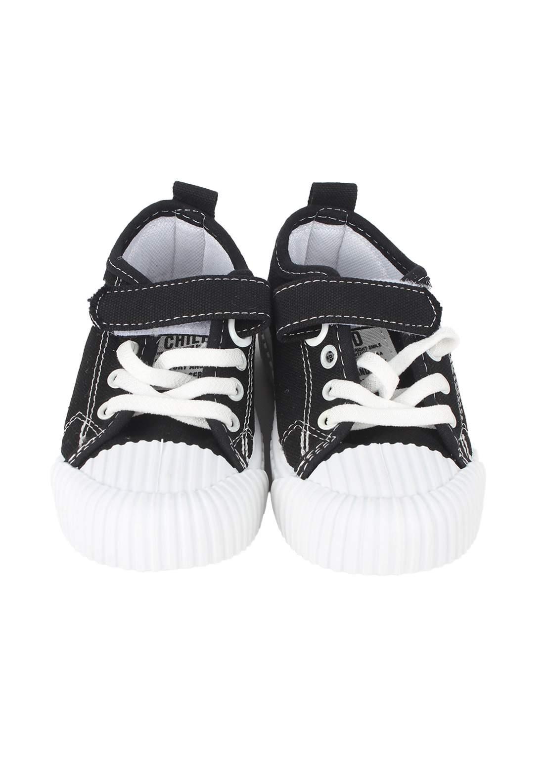 حذاء اطفال اسود اللون