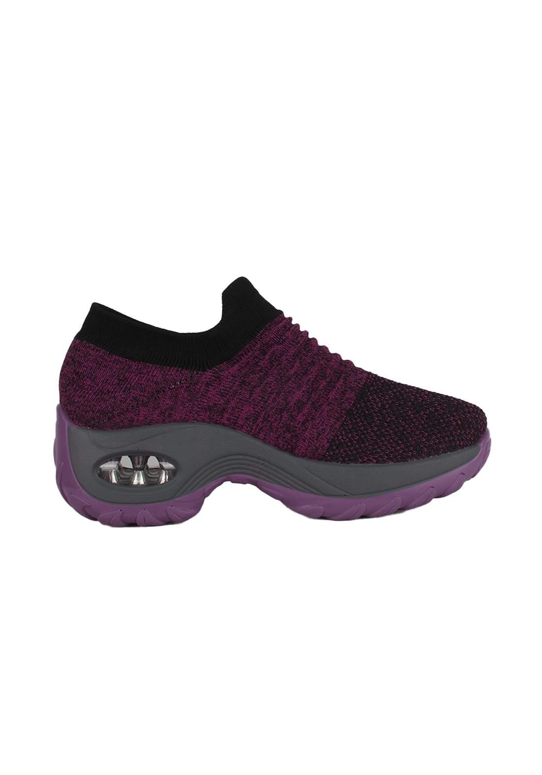 حذاء نسائي رياضي بنفسجي اللون
