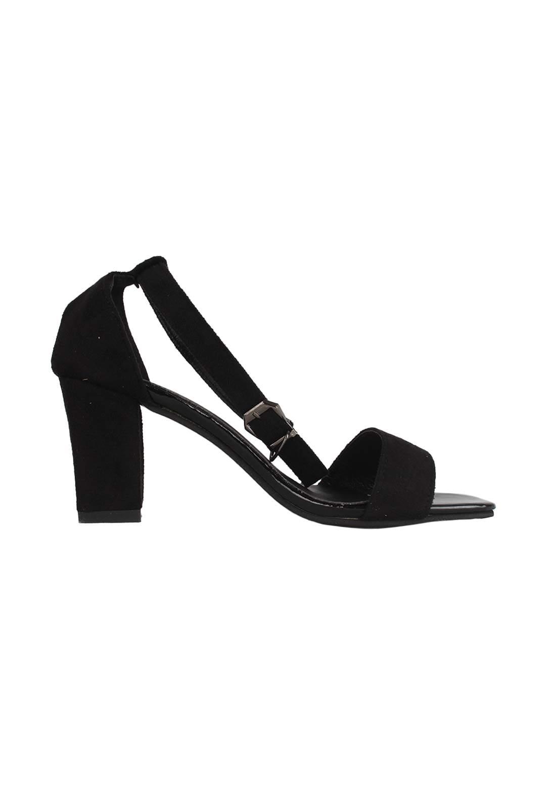 حذاء كعب نسائي أسود اللون