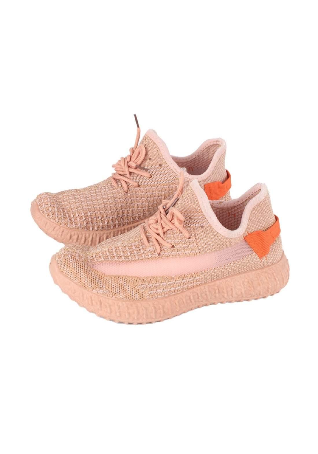 حذاء رجالي رياضي وردي فاتح  اللون