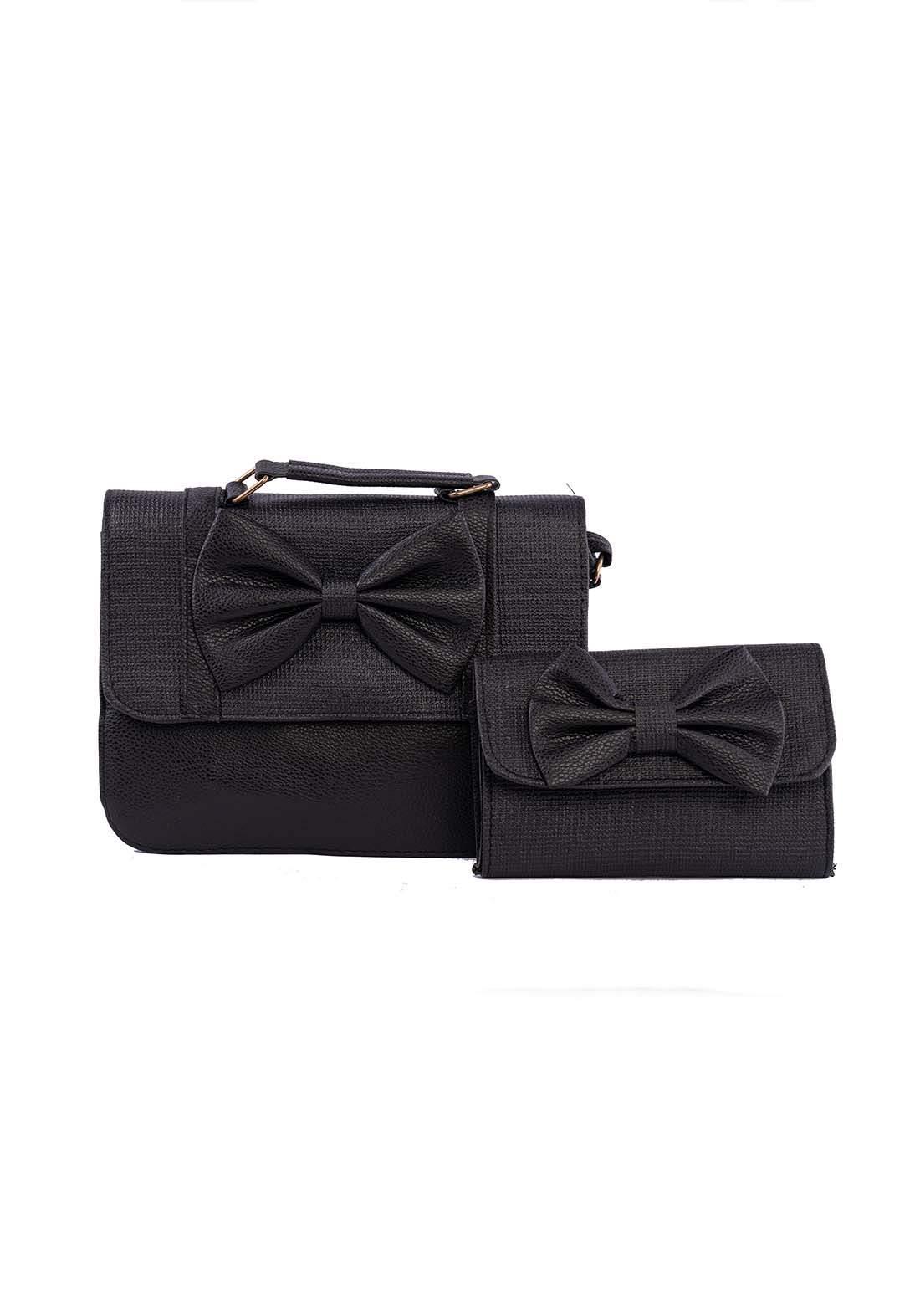 حقيبة نسائية سوداء اللون